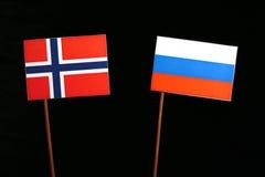 Νορβηγική σημαία με τη ρωσική σημαία στο Μαύρο στοκ φωτογραφίες