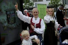 ΝΟΡΒΗΓΙΚΗ ΔΙΑΒΙΩΣΗ ΣΕ DENAMRK CELEBRAT Η ΗΜΈΡΑ NAATIONAL ΤΟΥΣ Στοκ εικόνα με δικαίωμα ελεύθερης χρήσης