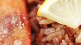 Νορβηγικός αστακός με το ρύζι απόθεμα βίντεο