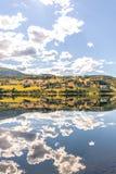 Νορβηγικό θερινό τοπίο λιμνών βουνών στοκ φωτογραφίες με δικαίωμα ελεύθερης χρήσης