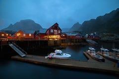 Νορβηγικό χωριό Ο τη νύχτα στοκ εικόνα