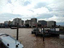 Νοσοκομείο Siriraj στην όχθη ποταμού Chao Phraya στοκ φωτογραφίες με δικαίωμα ελεύθερης χρήσης