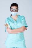 Νοσοκόμα ή γιατρός στα πειραματικά γυαλιά με τη μάσκα και τα χρήματα Στοκ Εικόνες