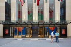 Νοτιαμερικανική είσοδος κλάδων της Christie ` με τους ανθρώπους στη Νέα Υόρκη Στοκ φωτογραφία με δικαίωμα ελεύθερης χρήσης