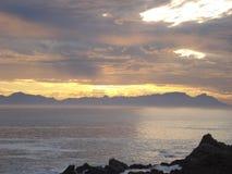 Νοτιοαφρικανικό ηλιοβασίλεμα πέρα από τη θάλασσα Στοκ εικόνα με δικαίωμα ελεύθερης χρήσης