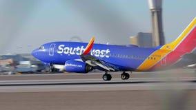 Νοτιοδυτικά αεροσκάφη διάδρομος ενός αερολιμένα - απογείωση - ΗΠΑ 2017 απόθεμα βίντεο