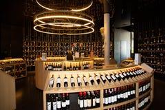 Νουβέλα του Μπορντώ Aquitaine/Γαλλία - 03 28 2019: Αναφέρετε το κατάστημα du Vin Wine στο μουσείο κρασιού στο Μπορντώ στοκ εικόνα με δικαίωμα ελεύθερης χρήσης