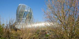 Νουβέλα του Μπορντώ Aquitaine/Γαλλία - 03 28 2019: Μουσείο κρασιού Λα Cite du Vin της άποψης του Μπορντώ από Garonne βαρκών τον π στοκ φωτογραφίες με δικαίωμα ελεύθερης χρήσης