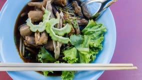 Νουντλς κοτόπουλου, ταϊλανδικά τρόφιμα Στοκ φωτογραφία με δικαίωμα ελεύθερης χρήσης