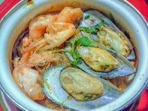 Νουντλς μυδιών, γαρίδων και γυαλιού casserole Στοκ φωτογραφία με δικαίωμα ελεύθερης χρήσης