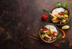 Νουντλς ρυζιού με τα λαχανικά και τα μανιτάρια Στοκ φωτογραφία με δικαίωμα ελεύθερης χρήσης