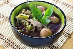 Νουντλς των παραδοσιακών ταϊλανδικών τροφίμων στοκ φωτογραφίες με δικαίωμα ελεύθερης χρήσης