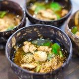 Νουντλς χοιρινού κρέατος με τη σούπα Στοκ Εικόνα