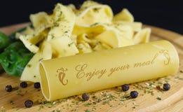 Νουντλς/cannelloni με την εγγραφή Στοκ εικόνα με δικαίωμα ελεύθερης χρήσης