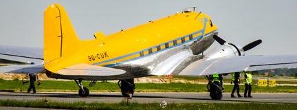 Ντάγκλας γ-47B Skytrain με τη στολή σημαδιών 9q-CUK και αεροπόρων Valentuna Στοκ Φωτογραφία