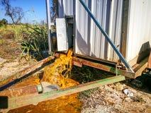 Ντάμπινγκ απόβλητα από τη φορητή τουαλέτα στοκ φωτογραφία με δικαίωμα ελεύθερης χρήσης