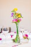 Ντεκόρ γαμήλιων λουλουδιών στοκ εικόνες