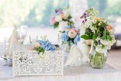 Ντεκόρ γαμήλιων πινάκων στοκ φωτογραφία
