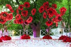 Ντεκόρ διακοπών, τεράστια λουλούδια υπαίθρια στοκ φωτογραφίες