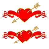 Ντεκόρ ημέρας και γάμου βαλεντίνων Καρδιές, κορδέλλα και βέλος Στοκ φωτογραφία με δικαίωμα ελεύθερης χρήσης