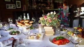 Ντεκόρ και τρόφιμα γαμήλιων πινάκων φιλμ μικρού μήκους