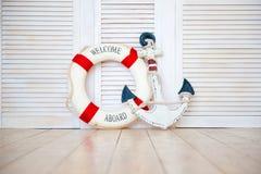 Ντεκόρ στο ύφος του ταξιδιού θάλασσας, άγκυρα και lifebuoy, φανάρι στοκ εικόνες με δικαίωμα ελεύθερης χρήσης