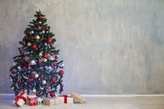 Ντεκόρ Χριστουγέννων για τα Χριστούγεννα με τα δώρα στοκ εικόνες