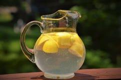 Ντεμοντέ στάμνα της λεμονάδας στοκ φωτογραφία με δικαίωμα ελεύθερης χρήσης