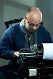 Ντεμοντέ φαλακρός συγγραφέας στα γυαλιά Στοκ φωτογραφία με δικαίωμα ελεύθερης χρήσης