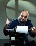 Ντεμοντέ φαλακρός συγγραφέας στα γυαλιά Στοκ εικόνες με δικαίωμα ελεύθερης χρήσης