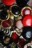 Ντεμοντέ χρησιμοποιούμενος earclips συσσωρευμένος από κοινού στοκ φωτογραφίες