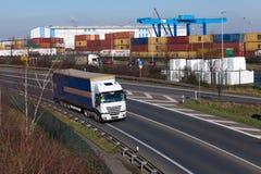 ΝΤΙΣΕΛΝΤΟΡΦ, ΓΕΡΜΑΝΙΑ - 16 ΦΕΒΡΟΥΑΡΊΟΥ: φορτηγό μεταφορών στο highwa Στοκ φωτογραφία με δικαίωμα ελεύθερης χρήσης