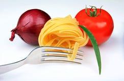 ντομάτα ζυμαρικών κρεμμυ&delta Στοκ εικόνες με δικαίωμα ελεύθερης χρήσης