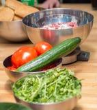 Ντομάτα και αγγούρι στο κύπελλο Στοκ φωτογραφία με δικαίωμα ελεύθερης χρήσης