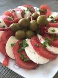 Ντομάτα και ελιές μοτσαρελών Στοκ Εικόνα