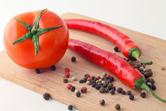 Ντομάτα και πάπρικα Στοκ εικόνα με δικαίωμα ελεύθερης χρήσης