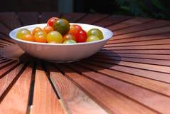 ντομάτα κερασιών κύπελλω&nu στοκ εικόνα