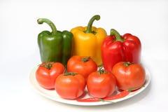 ντομάτα πιάτων πιπεριών στοκ φωτογραφία με δικαίωμα ελεύθερης χρήσης