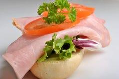 ντομάτα ρόλων ζαμπόν ψωμιού Στοκ φωτογραφίες με δικαίωμα ελεύθερης χρήσης