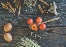 Ντομάτα στον ξύλινο πίνακα Στοκ Φωτογραφία