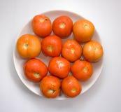 Ντομάτα στο άσπρο πιάτο Στοκ εικόνα με δικαίωμα ελεύθερης χρήσης