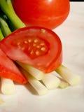 ντομάτα φρέσκων κρεμμυδιών Στοκ φωτογραφίες με δικαίωμα ελεύθερης χρήσης