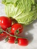 ντομάτες κερασιών λάχανων στοκ φωτογραφία με δικαίωμα ελεύθερης χρήσης