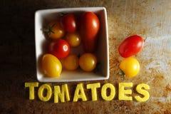 Ντομάτες κερασιών με τις ντομάτες λέξης Στοκ Εικόνες