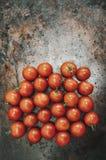 Ντομάτες κερασιών στο μέταλλο Στοκ Εικόνες