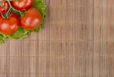 ντομάτες μαρουλιού φύλλων Στοκ εικόνα με δικαίωμα ελεύθερης χρήσης
