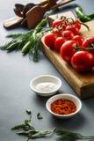 Ντομάτες με τα πράσινα pappers στοκ εικόνες με δικαίωμα ελεύθερης χρήσης