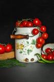 Ντομάτες με τα πράσινα pappers στοκ φωτογραφία με δικαίωμα ελεύθερης χρήσης