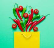 Ντομάτες μυρμηγκιών τσαντών πιπεριών και αγορών τσίλι Στοκ φωτογραφίες με δικαίωμα ελεύθερης χρήσης