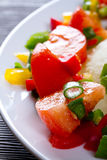 ντομάτες σαλάτας πιπεριών φρέσκων κρεμμυδιών Στοκ Φωτογραφίες